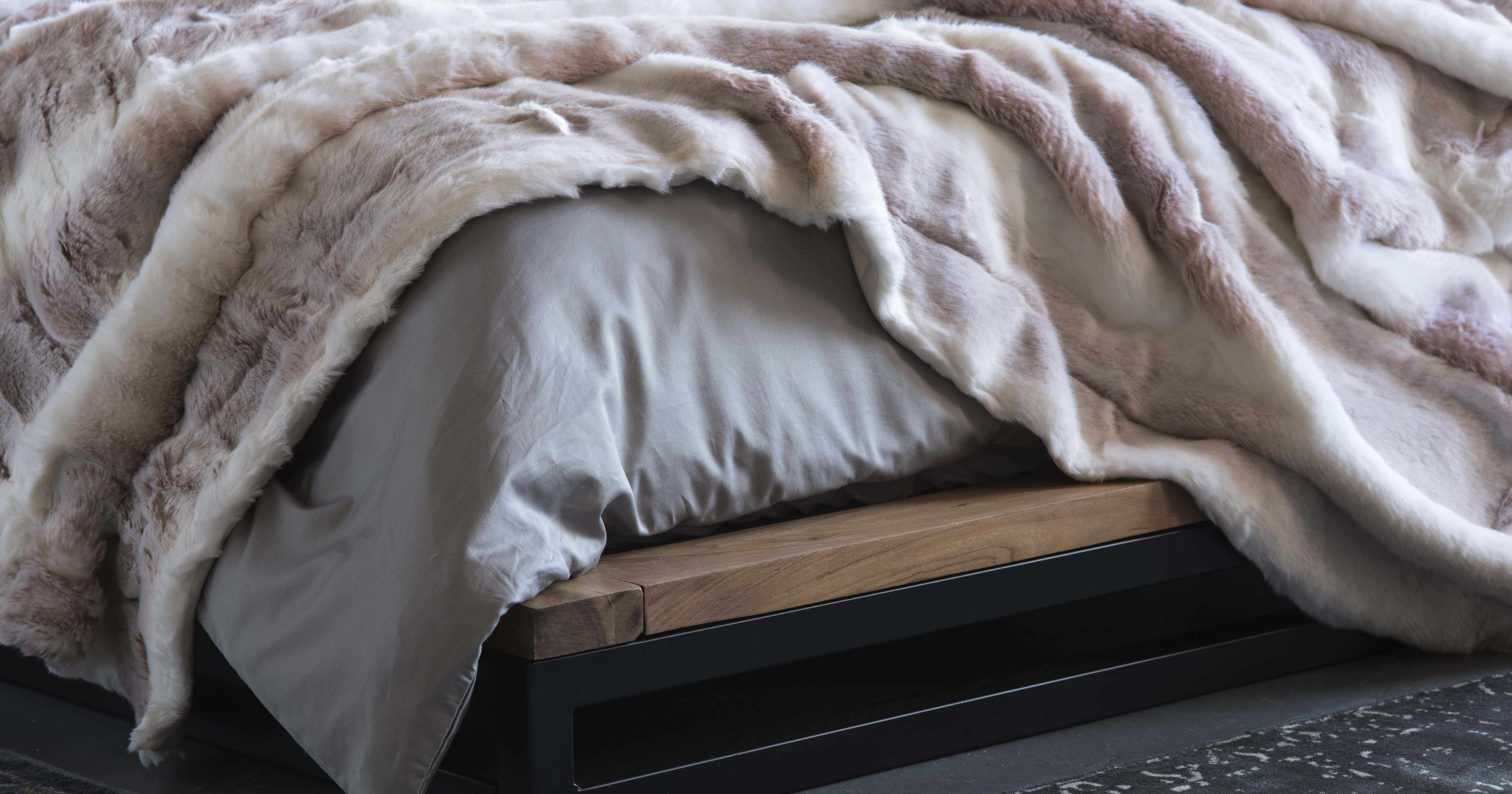 CHOOSING THE IDEAL WINTER BLANKET